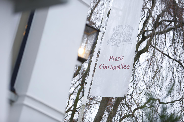 Praxis Gartenallee - Kieferorthopädie Eingang